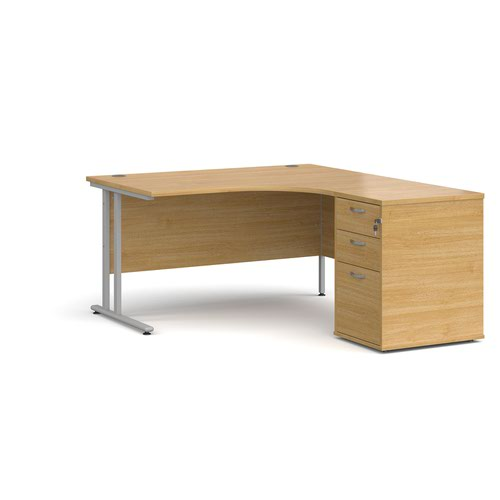 Maestro 25 right hand ergonomic desk 1400mm with silver cantilever frame and desk high pedestal - oak