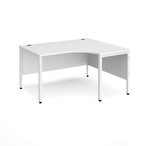 Maestro 25 right hand ergonomic desk 1400mm wide - white bench leg frame and white top