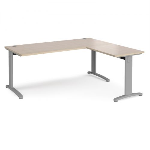 TR10 desk 1800mm x 800mm with 800mm return desk - silver frame and maple top