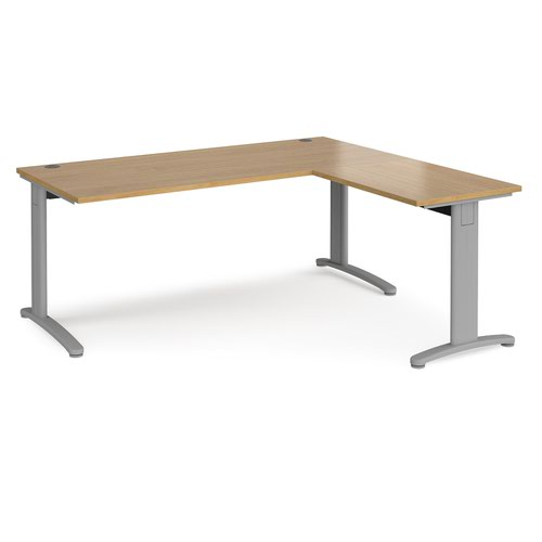 TR10 desk 1800mm x 800mm with 800mm return desk - silver frame and oak top
